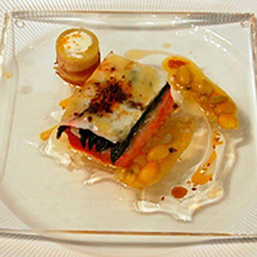 Subido a Taco de salmón, ravioli de langostinos y jengibre, espárrago blanco y mantequilla de Jerez.
